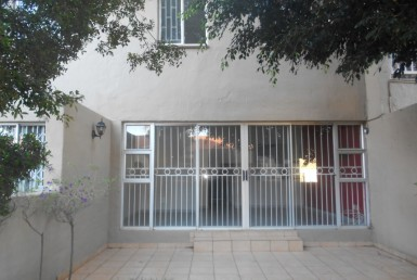 2 Bedroom Townhouse  For Sale in Garsfontein | 1331589 | Property.CoZa