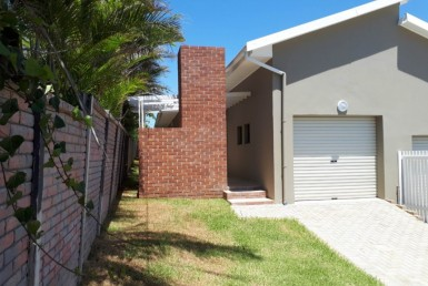 3 Bedroom Townhouse  For Sale in Beacon Bay | 1209847 | Property.CoZa