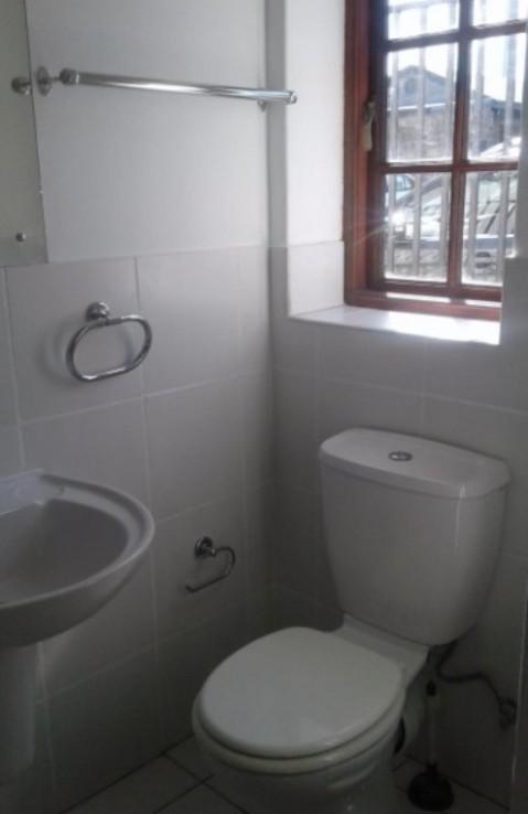 2 Bedroom   For Sale in Rondebosch Village   915640    Photo Number 13