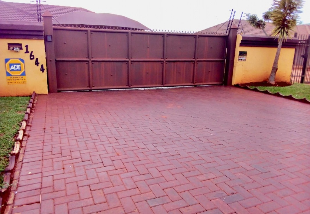 3 Bedroom   For Sale in Chantelle   1293116    Photo Number 22