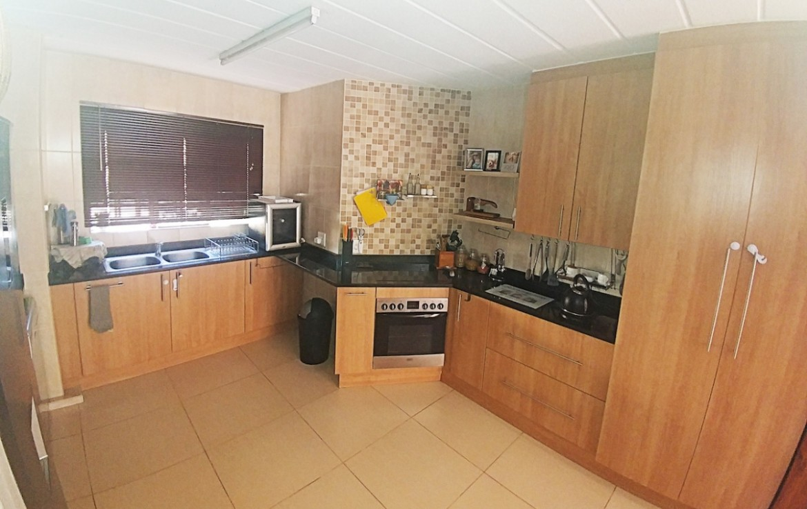 townhouse-for-sale-bellairspark-1294141-photo_13.jpeg