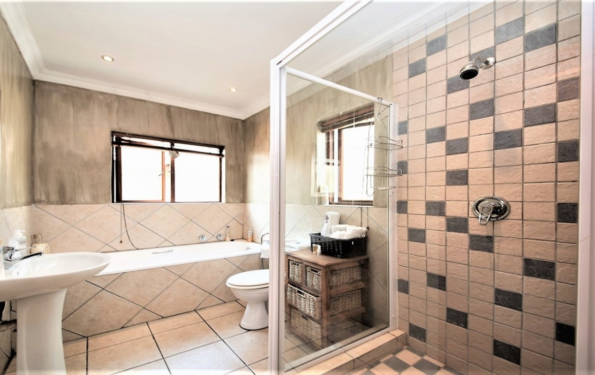 3 Bedroom   For Sale in Fourways   1292280    Photo Number 9