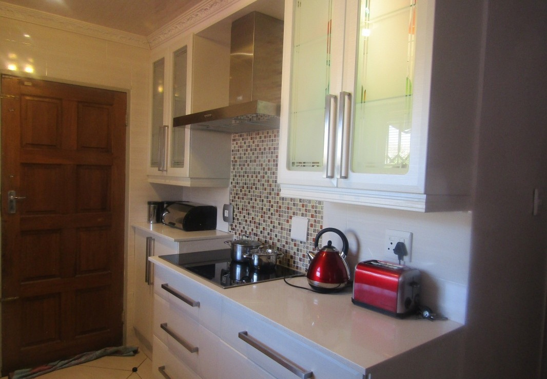 house-for-sale-dawn-park-1296031-KITCH STOVE.jpeg