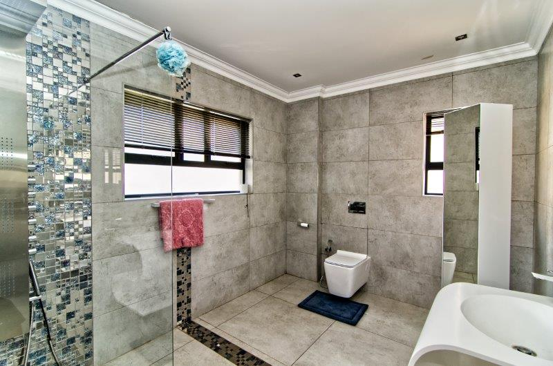 6 Bedroom   For Sale in Eye Of Africa | 1297939 |  Photo Number 22