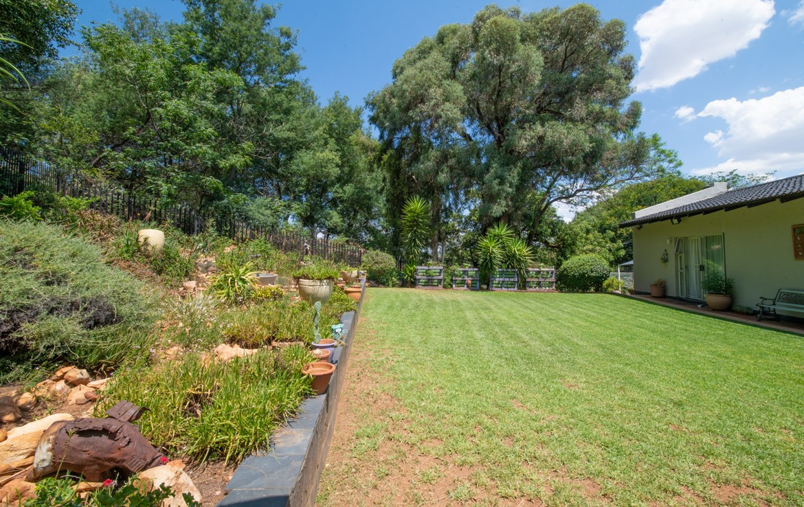 5 Bedroom   For Sale in Northcliff | 1299499 |  Photo Number 14