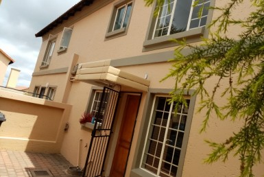 2 Bedroom Townhouse  For Sale in La Montagne | 1299894 | Property.CoZa