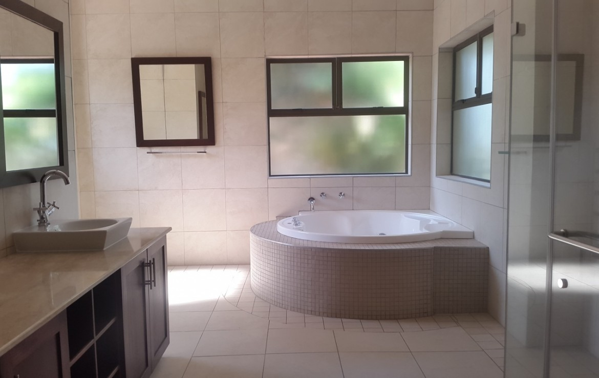 7 Bedroom   For Sale in Umhlanga   1302012    Photo Number 16