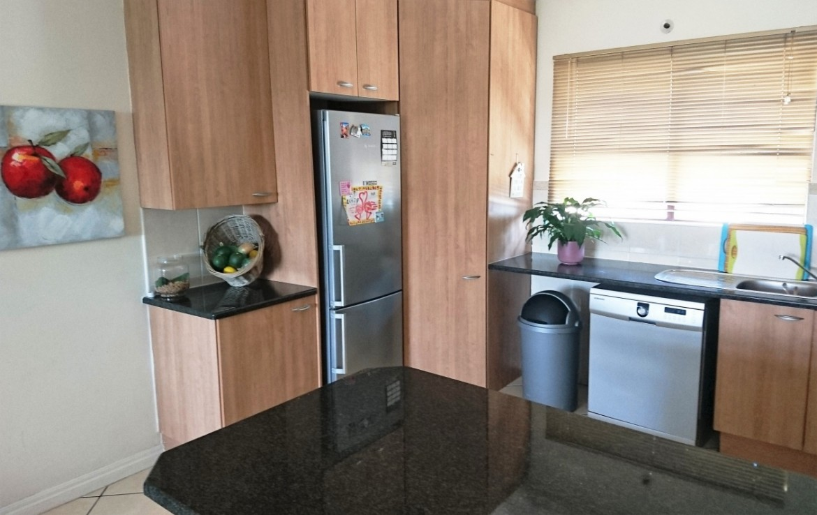 2 Bedroom   To Rent in Craighall   1303927    Photo Number 6