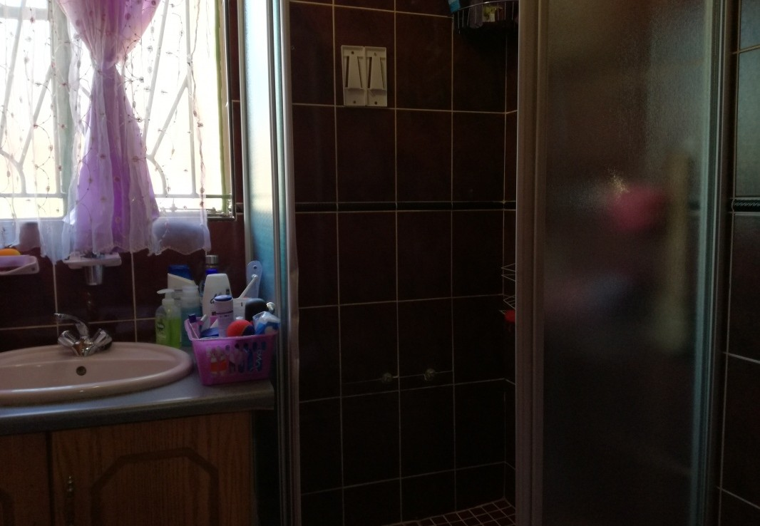 4 Bedroom   For Sale in Lenasia South   1304692    Photo Number 15