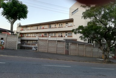 Apartment / Flat  To Rent in Essenwood | 1305898 | Property.CoZa