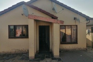 6 Bedroom House  For Sale in Klipfontein 12-IR | 1306683 | Property.CoZa