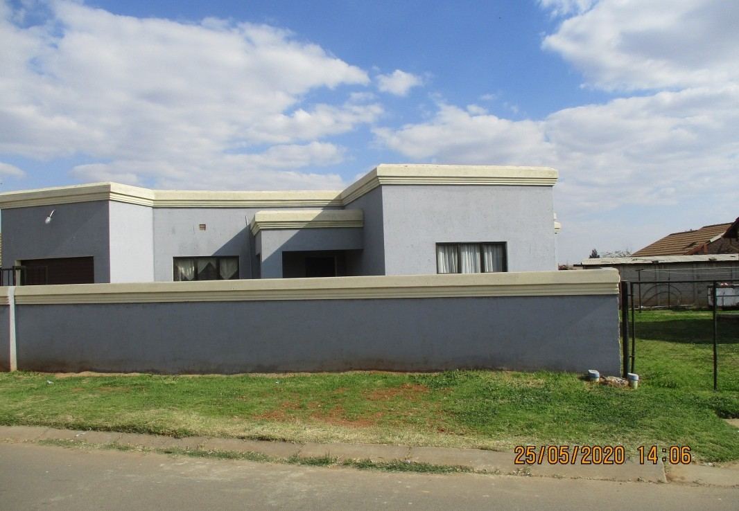 3 Bedroom   For Sale in Tsakane   1272014    Photo Number 1