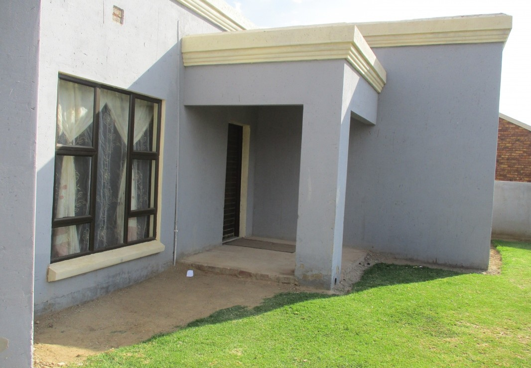 3 Bedroom   For Sale in Tsakane   1272014    Photo Number 2