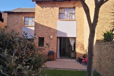 2 Bedroom Townhouse  To Rent in Rooihuiskraal North | 1307833 | Property.CoZa