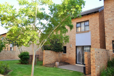 2 Bedroom Townhouse  To Rent in Rooihuiskraal North | 1308818 | Property.CoZa