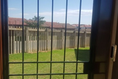 2 Bedroom Apartment / Flat  For Sale in Olievenhoutbosch | 1309539 | Property.CoZa