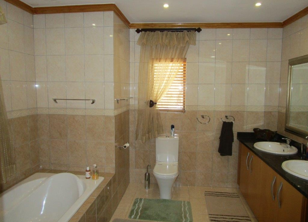 5 Bedroom   For Sale in Buffelsfontein A H   1310376    Photo Number 28