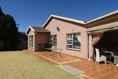 4 Bedroom House  For Sale in Mackenzie Park | 1312140 | Property.CoZa