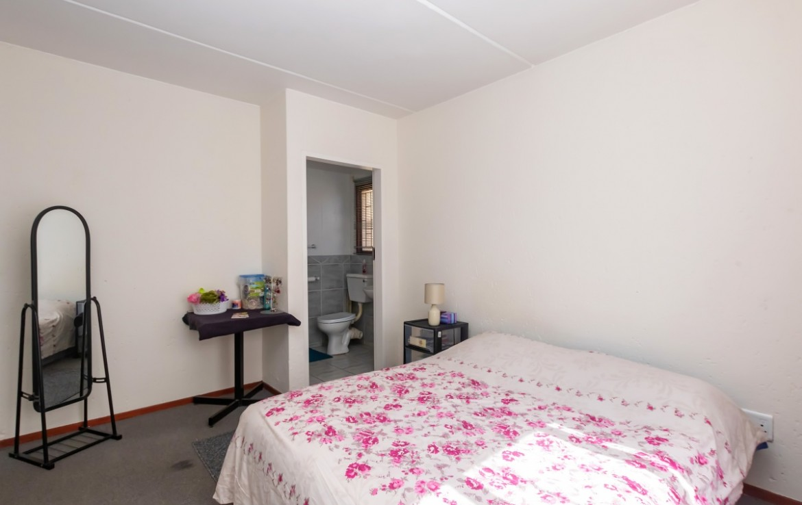 2 Bedroom   For Sale in Bromhof   1312361    Photo Number 8