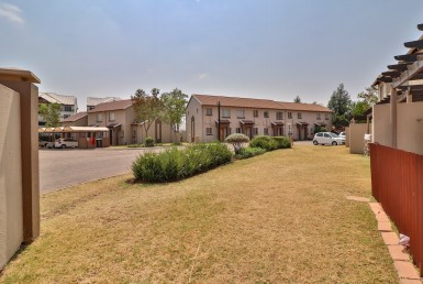 3 Bedroom Townhouse  For Sale in Greenstone Hill | 1314502 | Property.CoZa