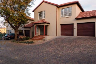 3 Bedroom Townhouse  For Sale in South Crest | 1315020 | Property.CoZa
