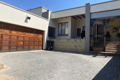 4 Bedroom House  For Sale in Mulbarton | 1315370 | Property.CoZa