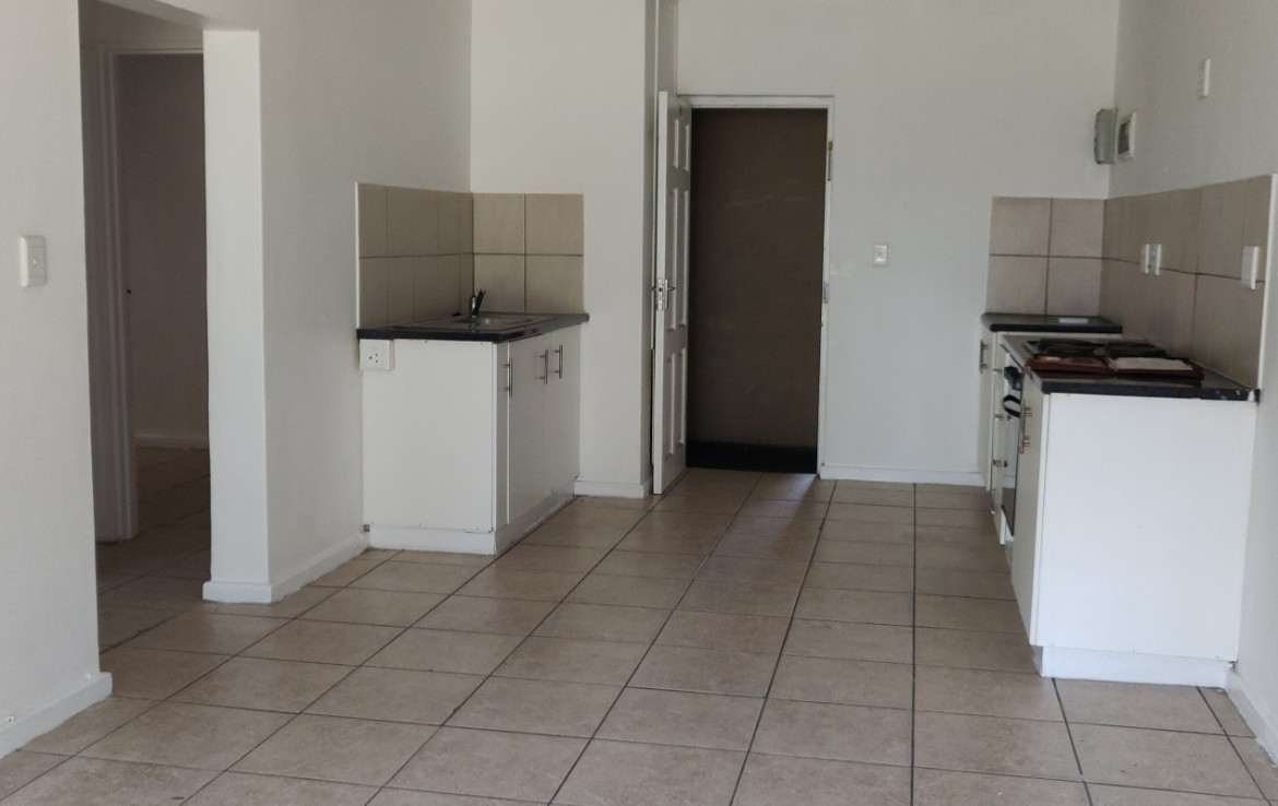 2 Bedroom   For Sale in Thornton   1315608    Photo Number 4