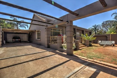4 Bedroom House  For Sale in Birchleigh | 1316191 | Property.CoZa