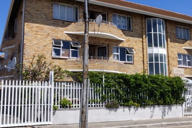 Apartment / Flat  For Sale in Parow | 1316505 | Property.CoZa