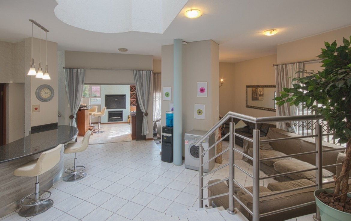 3 Bedroom   For Sale in Bassonia 1 | 1316854 |  Photo Number 3