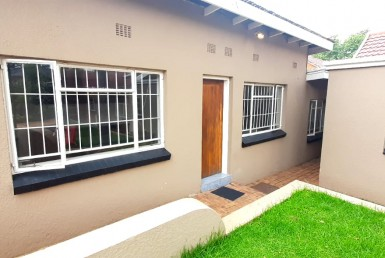 3 Bedroom House  To Rent in Lambton | 1317182 | Property.CoZa