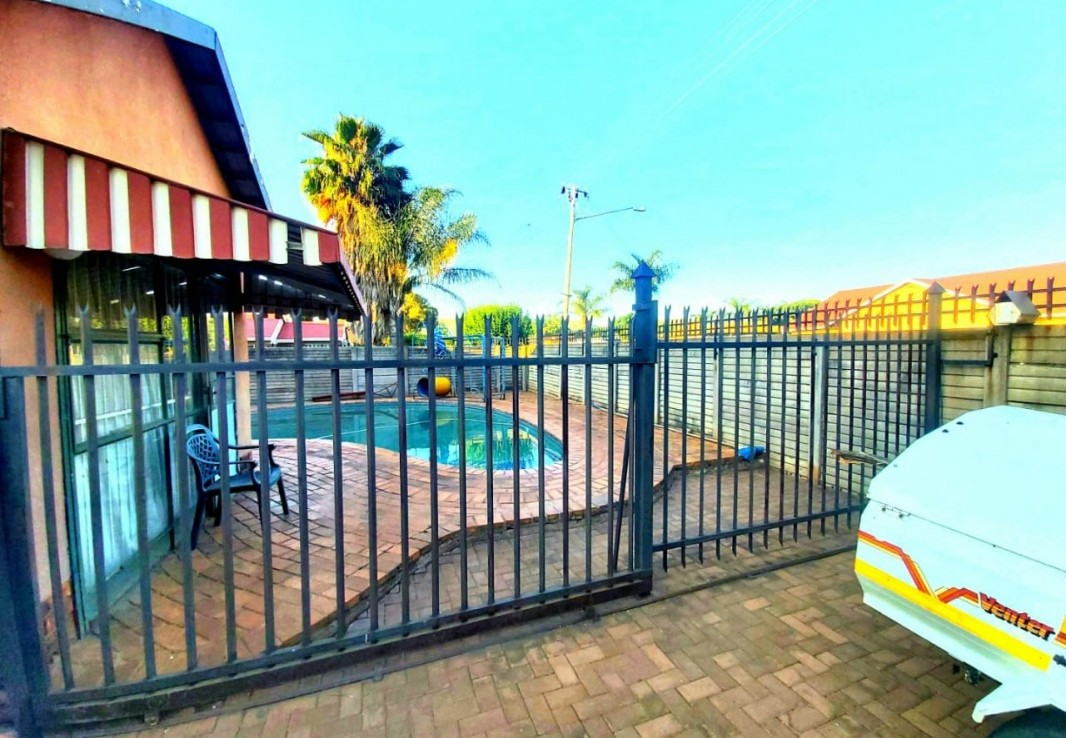 3 Bedroom   For Sale in Booysens | 1317639 |  Photo Number 2