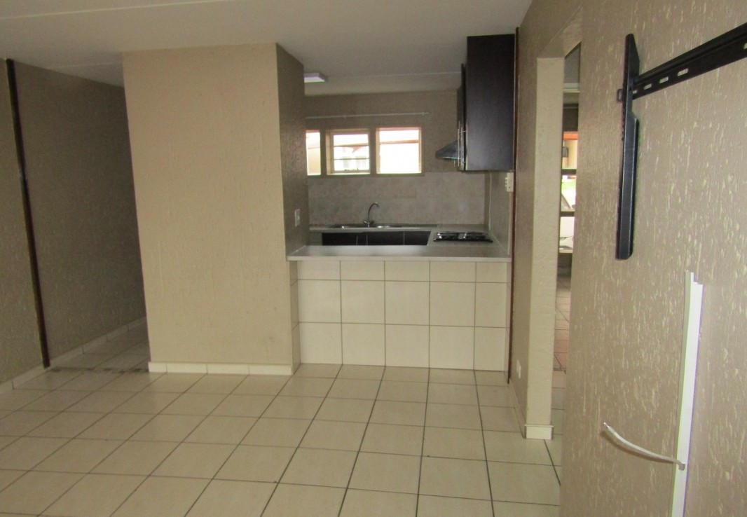 2 Bedroom   For Sale in Mondeor | 1317708 |  Photo Number 6