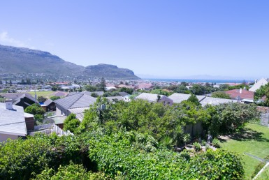 4 Bedroom House  For Sale in Fish Hoek | 1317819 | Property.CoZa