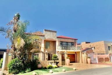 7 Bedroom House  For Sale in Lenasia Ext 1 | 1317828 | Property.CoZa
