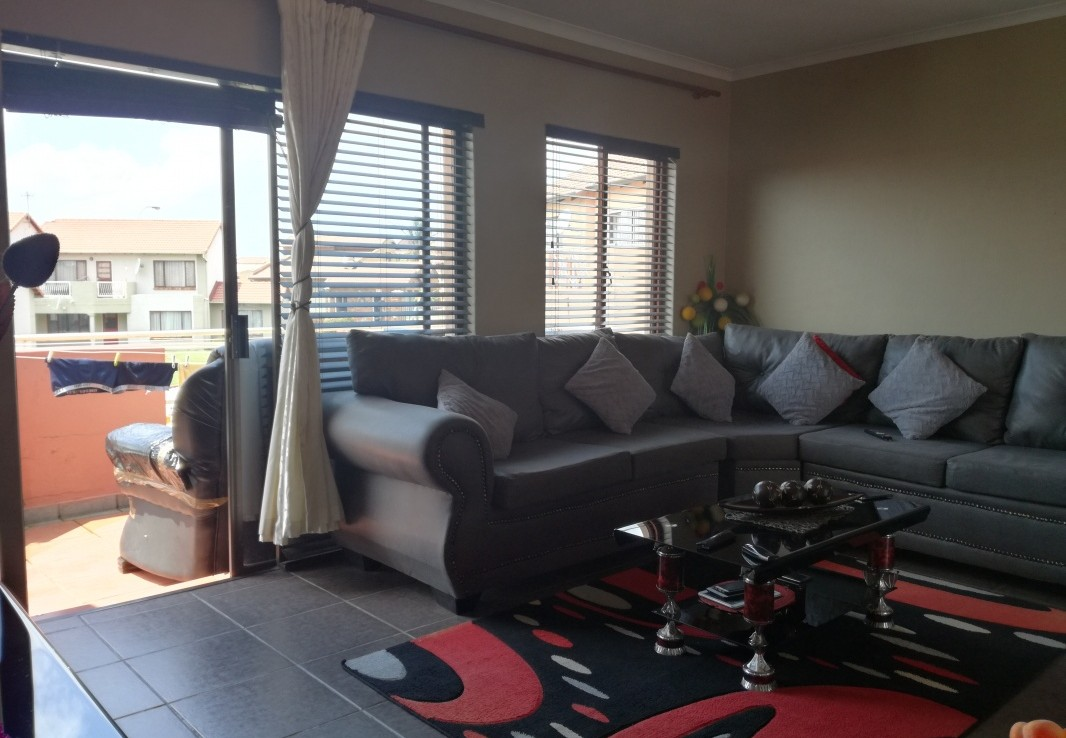 2 Bedroom   For Sale in Mondeor Ext 5   1318341    Photo Number 2