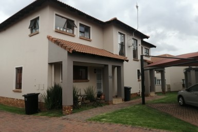 2 Bedroom Townhouse  For Sale in Glenvista & Ext | 1318820 | Property.CoZa