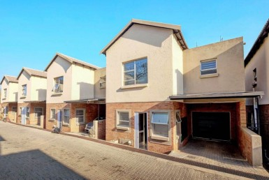 3 Bedroom Townhouse  To Rent in Craigavon AH | 1318936 | Property.CoZa