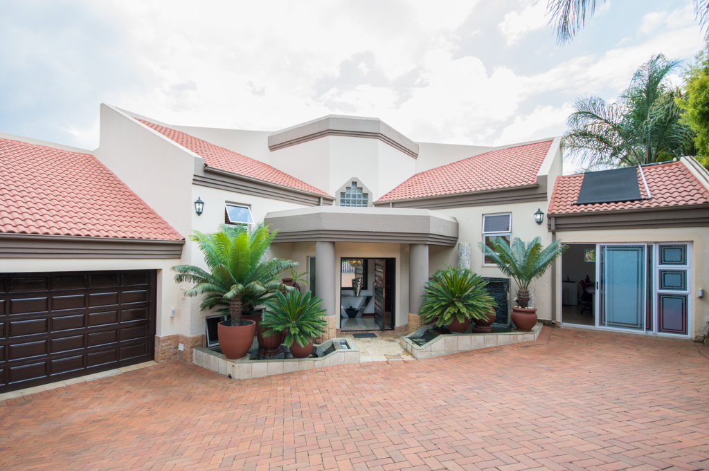 4 Bedroom   For Sale in Bassonia Ext 1 | 1318976 |  Photo Number 2