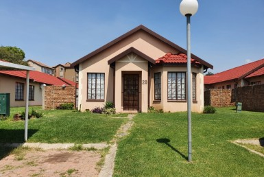 3 Bedroom Townhouse  For Sale in Winchester Hills | 1319184 | Property.CoZa