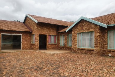 7 Bedroom House  For Sale in The Orchards | 1319428 | Property.CoZa