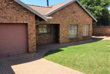 3 Bedroom House  For Sale in Aerorand | 1319432 | Property.CoZa