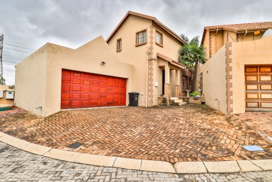 3 Bedroom Cluster  For Sale in Marais Steyn Park | 1320015 | Property.CoZa