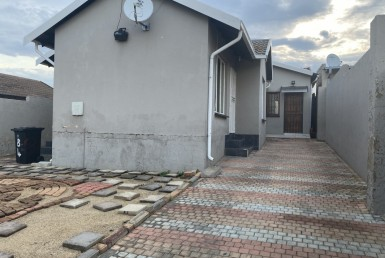 3 Bedroom House  To Rent in Naturena Ext 19 | 1320262 | Property.CoZa