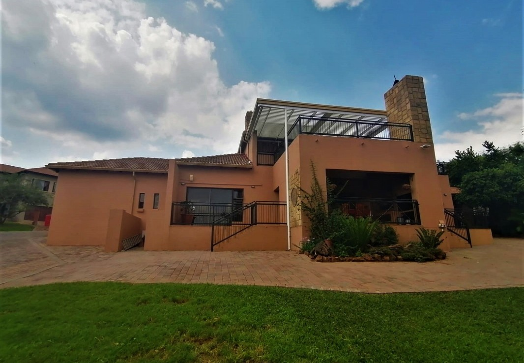 4 Bedroom   For Sale in Sable Hills Waterf Est | 1320643 |  Photo Number 1