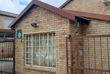 3 Bedroom Townhouse  For Sale in Rooihuiskraal North   1321195   Property.CoZa