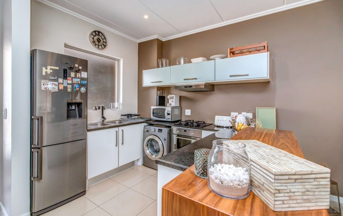 2 Bedroom   For Sale in Bryanston | 1321826 |  Photo Number 4