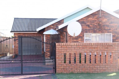 3 Bedroom House  For Sale in Dobsonville Ext 2 | 1322191 | Property.CoZa