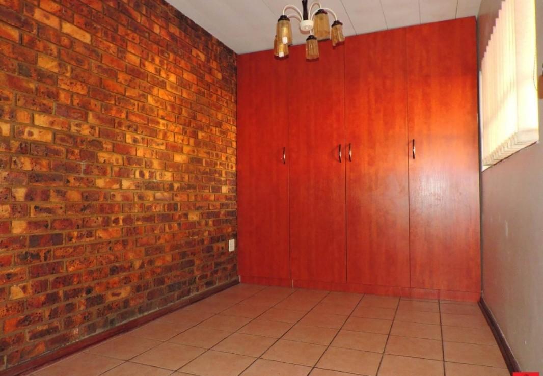 4 Bedroom   For Sale in Reyno Ridge & Ext | 1263350 |  Photo Number 12