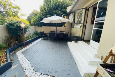 3 Bedroom Townhouse  For Sale in Die Hoewes | 1323085 | Property.CoZa